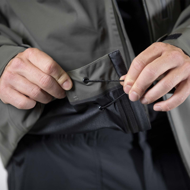 Adjustable waist with cord lock