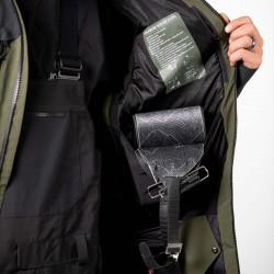 Two large internal drop pockets
